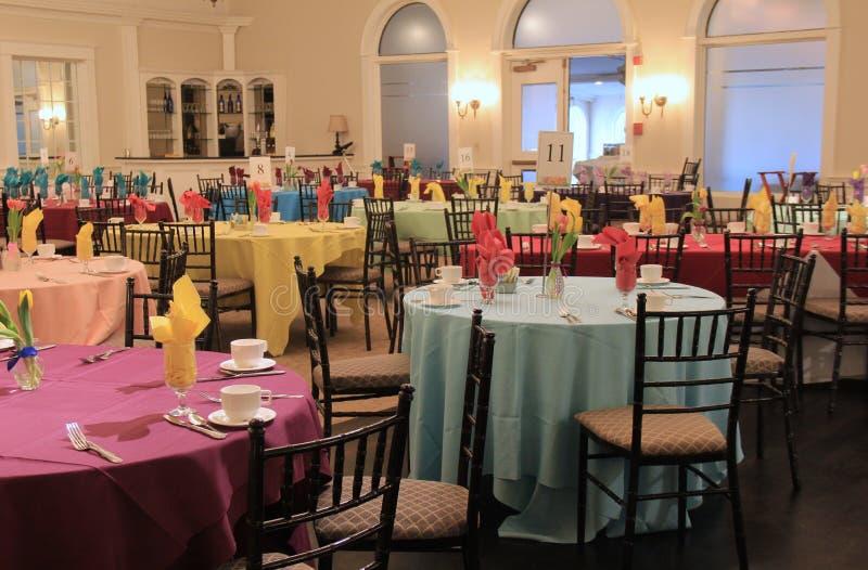 Kilka stoły ustawiają dla Wielkanocnego śniadanio-lunch, roztok Sanders dwór, Scotia, Nowy Jork, 2016 obrazy royalty free