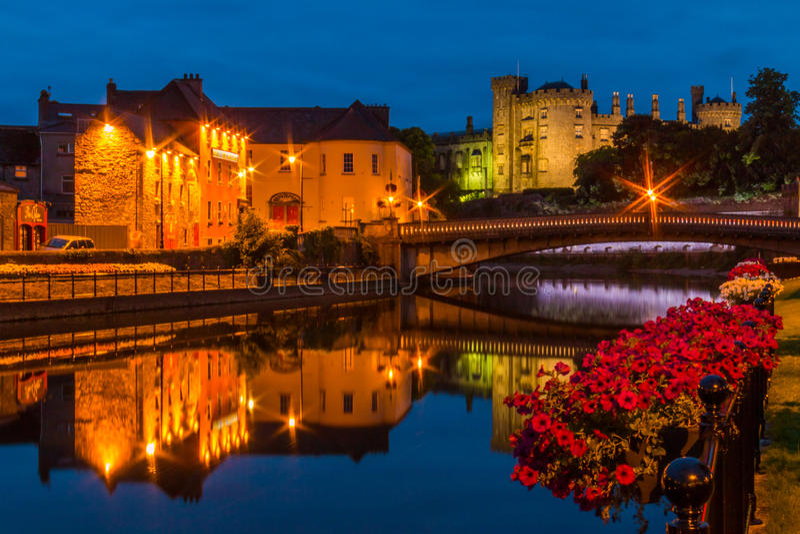 Kilkenny alla notte fotografie stock
