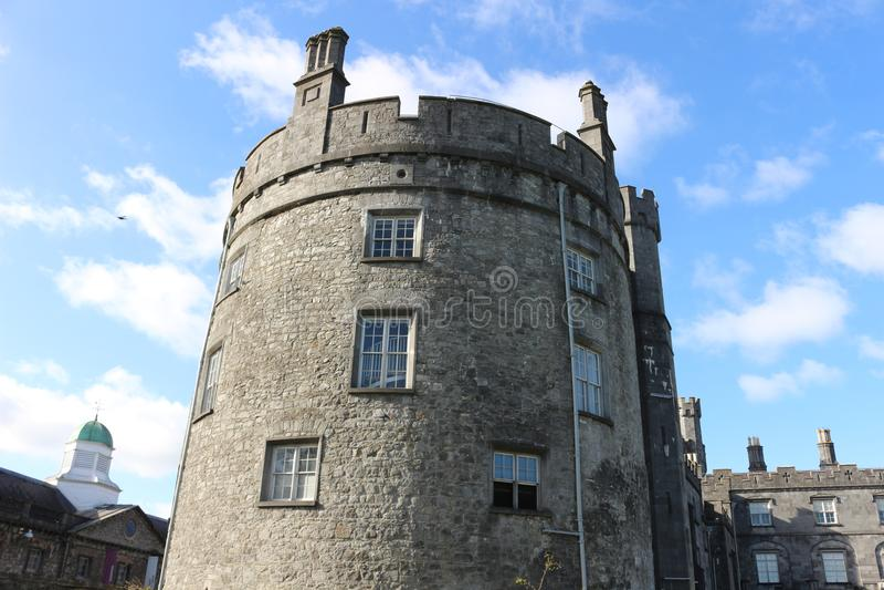 Kilkenny Castle Ιστορικό ορόσημο στην πόλη Kilkenny στην Ιρλανδία στοκ εικόνες