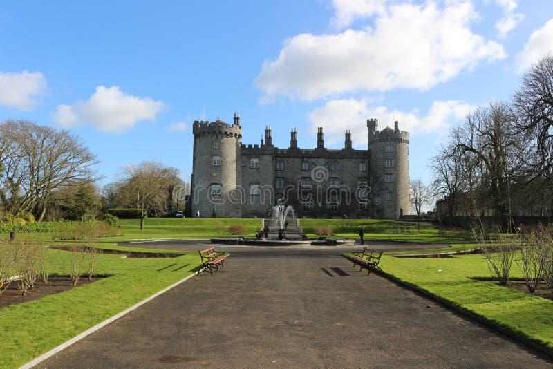 Kilkenny Castle Ιστορικό ορόσημο στην πόλη Kilkenny στην Ιρλανδία στοκ φωτογραφία