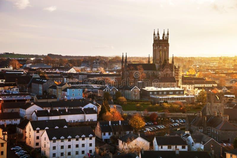 Kilkenny, Irlanda Vista aérea de la iglesia negra de la abadía fotografía de archivo