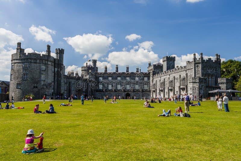 Kilkenny-Schloss und Gärten, Kilkenny, Irland lizenzfreies stockfoto