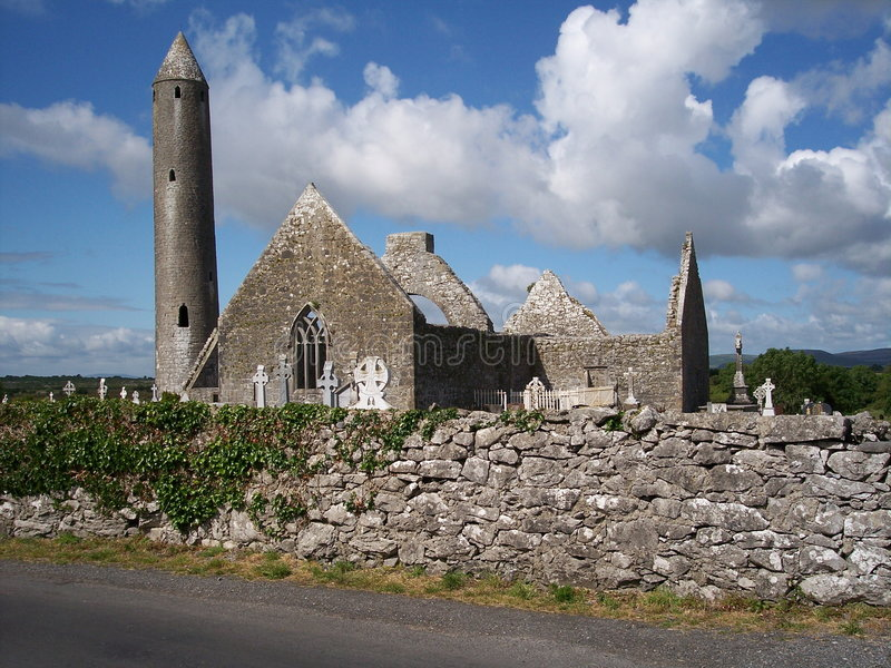 Kilmacduagh, Co. Clare, Ireland imagem de stock royalty free