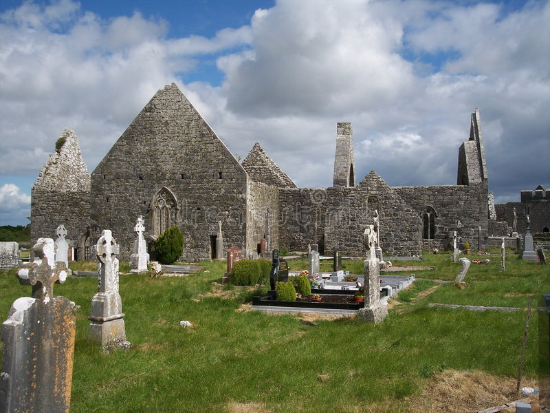Download Kilmacduagh, Co. Clare, Ireland Foto de Stock - Imagem de history, azul: 530626