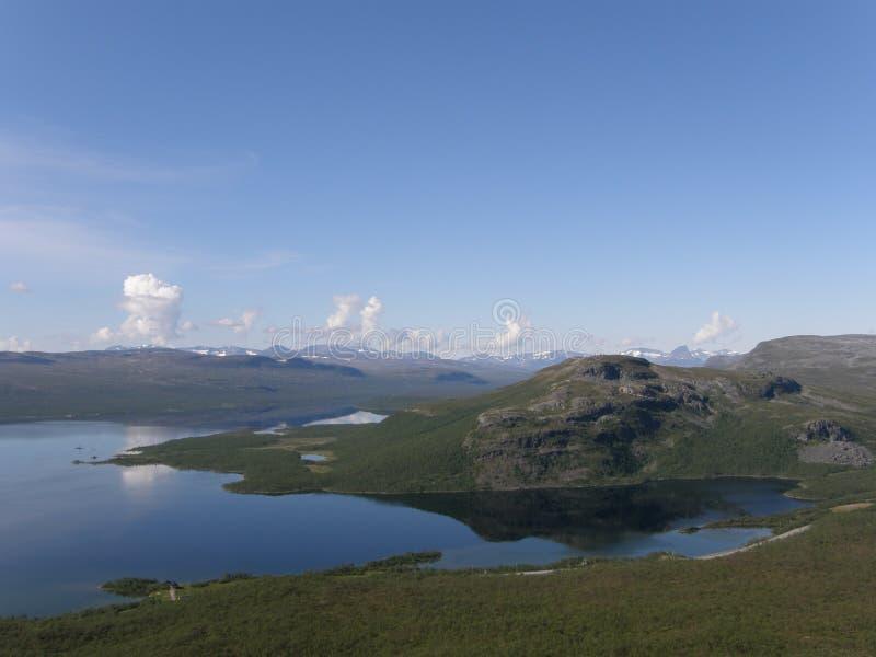 Kilpisjarvi lake från det Saana berg, Lapland fotografering för bildbyråer