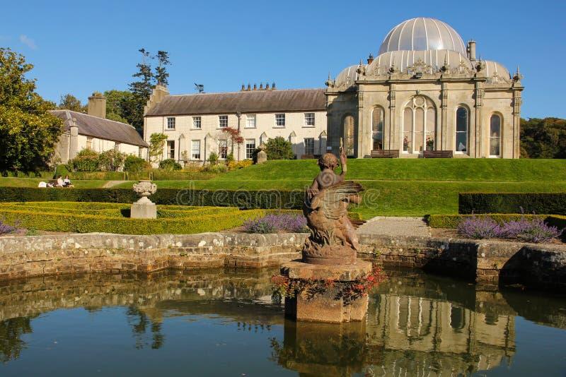 Kilruddery hus & trädgårdar. springbrunn. Irland royaltyfri foto