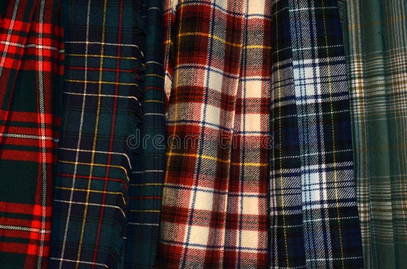Kilt del tartan o del plaid del clan nei colori assortiti immagine stock
