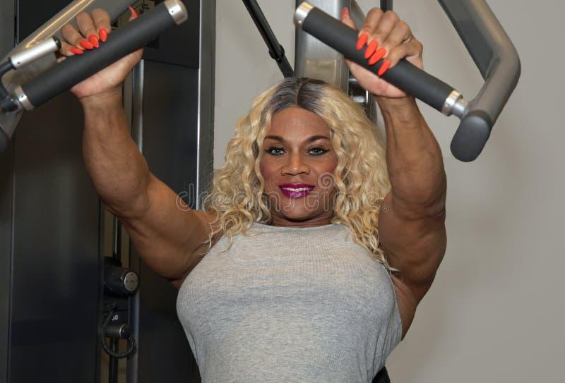 Kim Buck, mujer de tentación Bodybiolder se resuelve imagenes de archivo