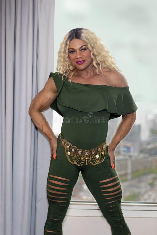 Kim Buck, tentando, elegancia, Buff Female Bodybuilder fotografía de archivo