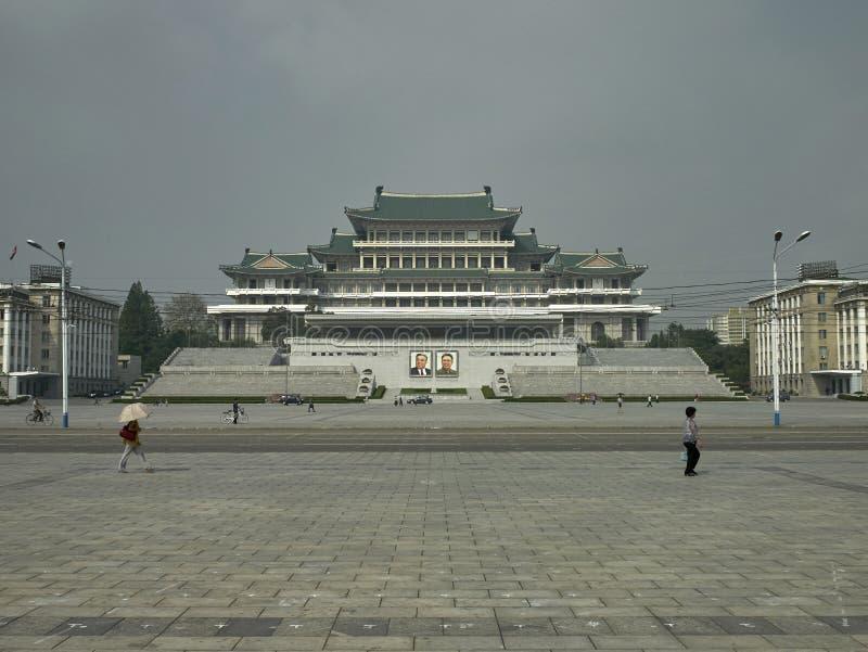 Kim Il Sung Square in Pyongyang, Noord-Korea stock foto's