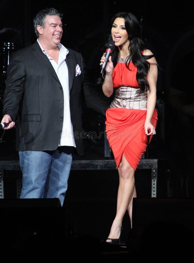 Kim Kardashian bewirtet Jingle Ball lizenzfreie stockfotografie