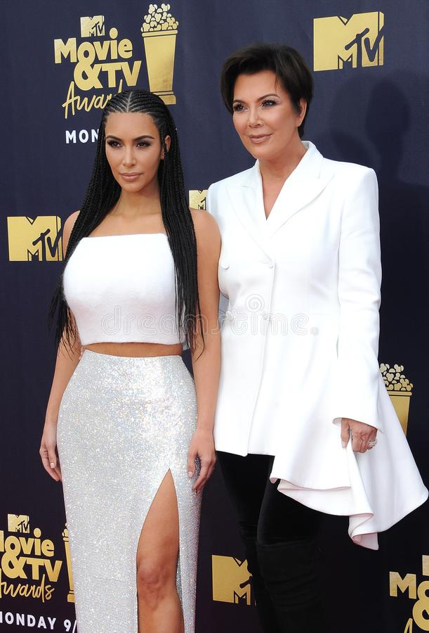 Kim Kardashian e Kris Jenner foto de stock