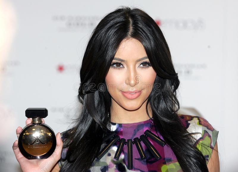 Kim Kardashian promove o ` do ouro do ` imagens de stock royalty free