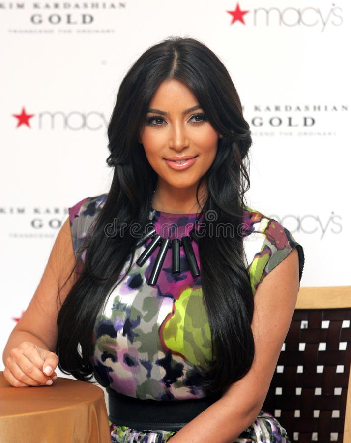 Kim Kardashian promove o ` do ouro do ` fotos de stock royalty free