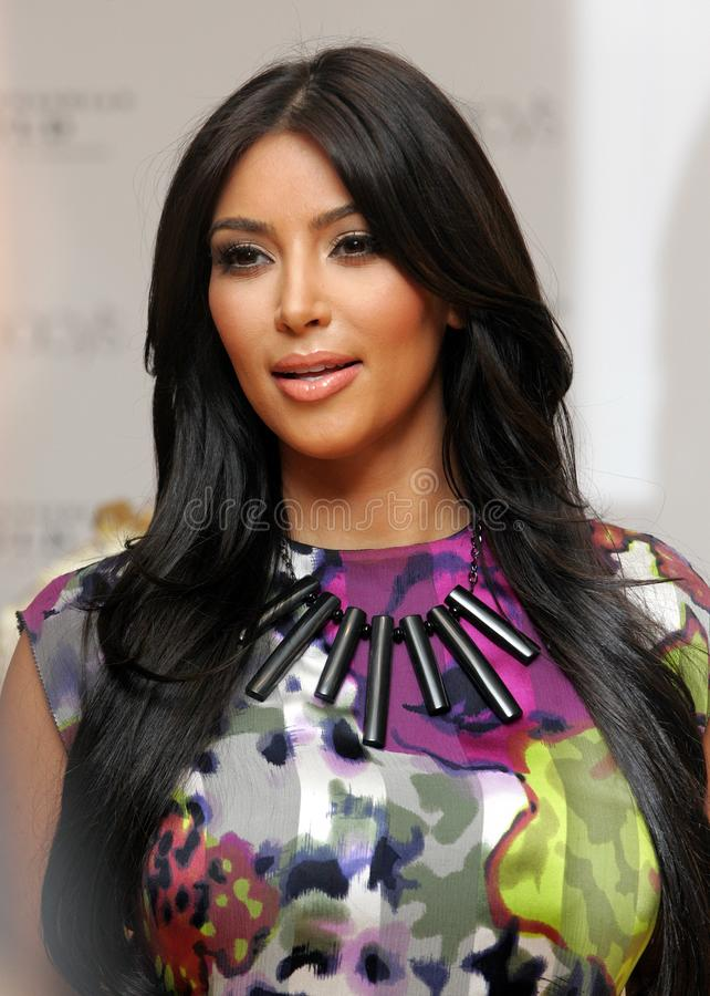 Kim Kardashian promove o ` do ouro do ` foto de stock