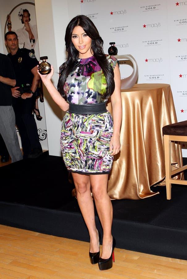 Kim Kardashian promove o ` do ouro do ` imagem de stock