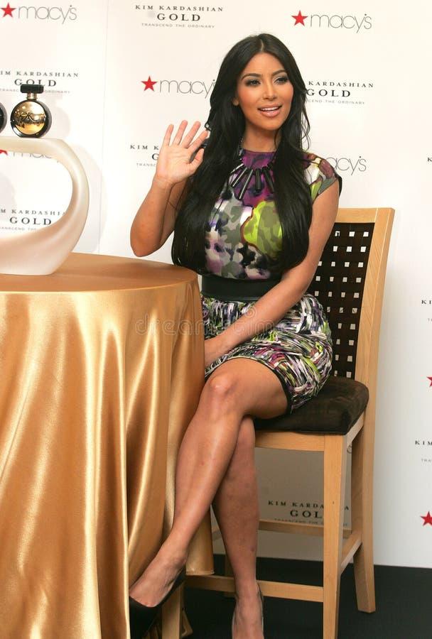 Kim Kardashian promove o ` do ouro do ` imagens de stock