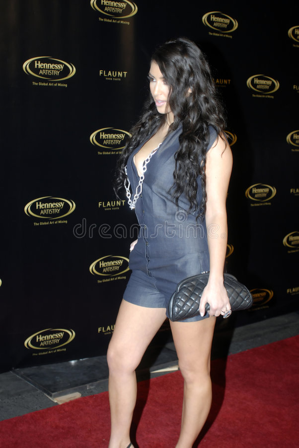 Kim Kardashian sur le tapis rouge images stock