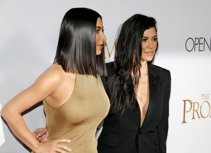 Kim Kardashian West et Kourtney Kardashian image stock