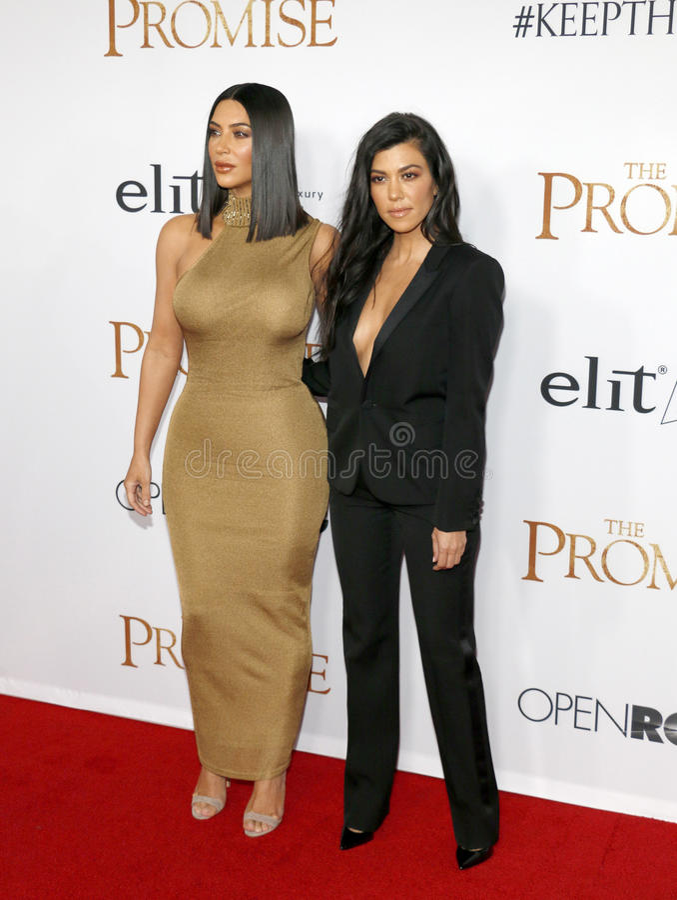 Kim Kardashian West et Kourtney Kardashian image stock