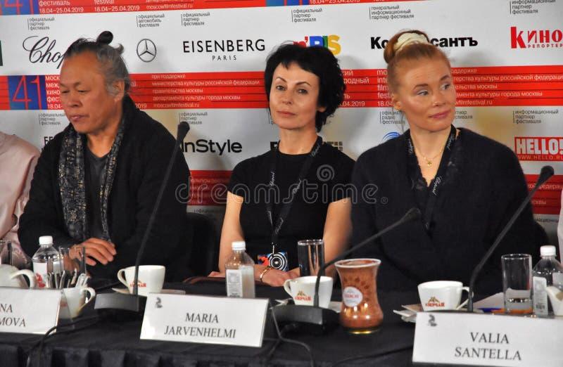 Kim Ki-Duk, Irina Apeximova, Maria Jarvenhelmi bij persconferentie stock afbeelding