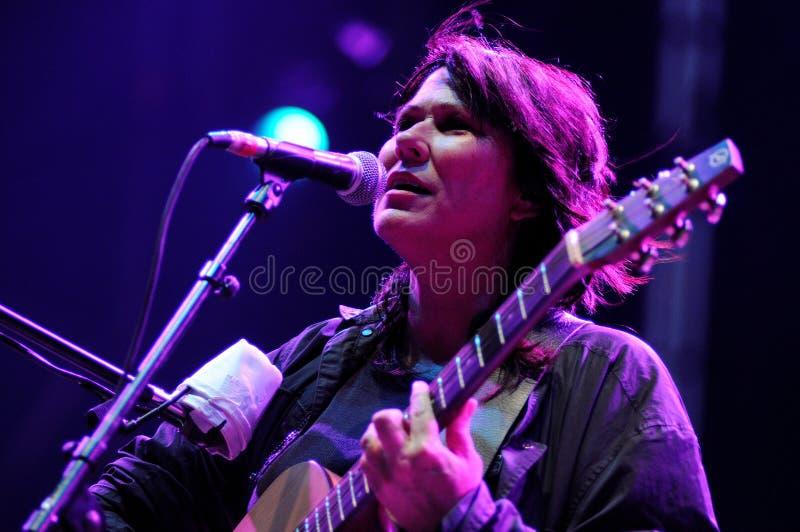 Kim Rozdaje, piosenkarz rozpłodniki skrzyknie, wykonuje przy Heineken Primavera dźwięka 2013 festiwalem, obrazy royalty free