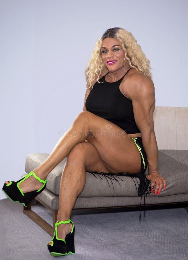 Kim samiec, Wabije kobiety Bodybiolder zdjęcie stock
