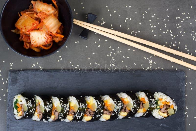 Kimbap korean rullar med uppståndelse stekt nötkött arkivbild