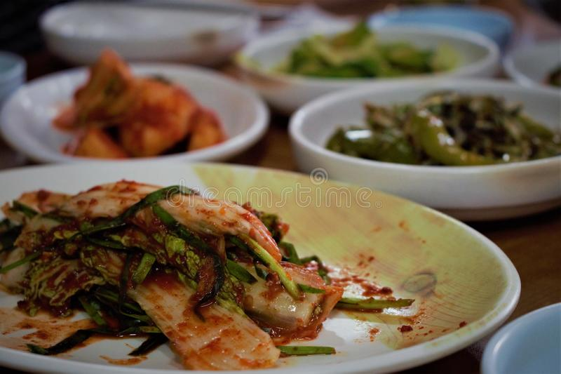 Kimchi coreano, cavolo fermentato e piatto laterale tradizionale fotografie stock libere da diritti