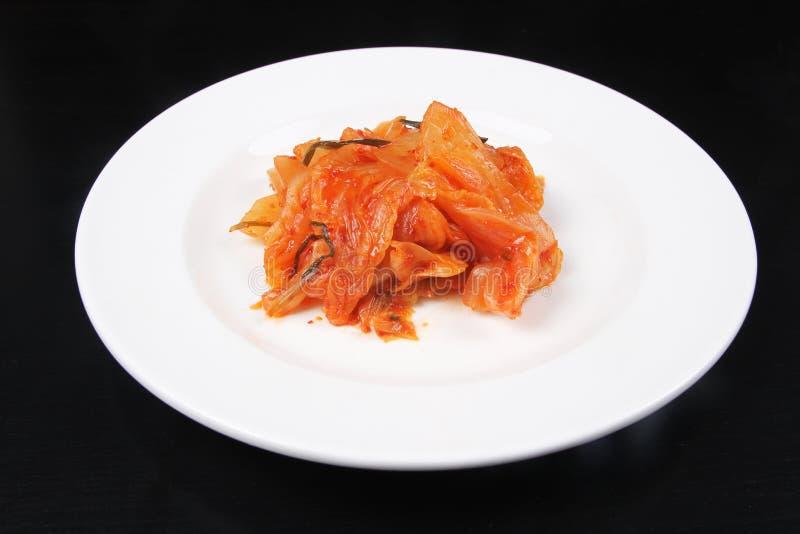 Kimchi op witte plaat - Reeks 3 royalty-vrije stock afbeelding
