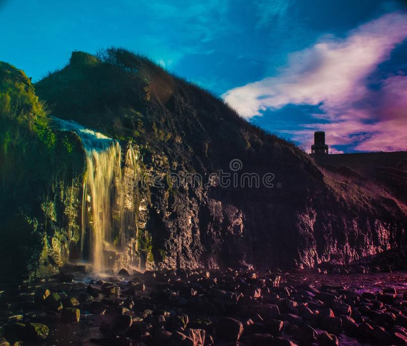 Kimmeridge-Bucht-Wasserfall lizenzfreie stockbilder