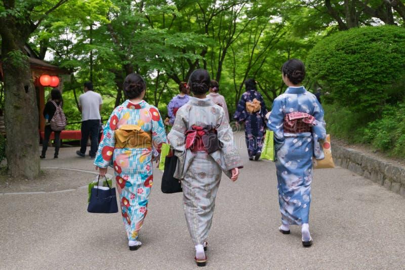Kimono d'uso Yukata Japanese Traditional Summer della ragazza giapponese immagine stock libera da diritti