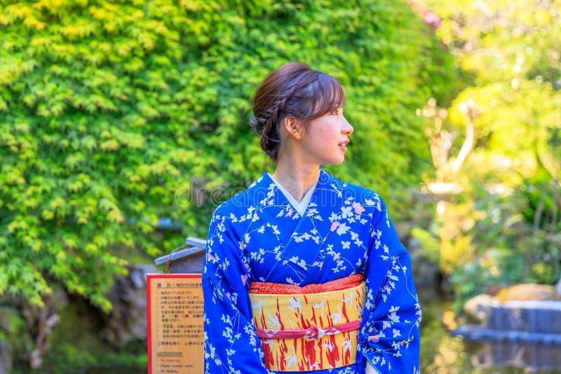 Kimonowa kobieta w wp8lywy zdjęcia stock