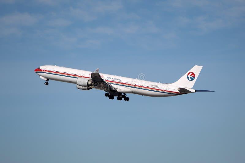 Kina östlig flygbuss A340 fotografering för bildbyråer
