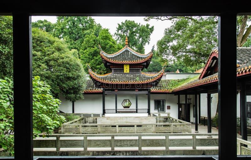 KINA CHANGSHA stad-JULI 06 2017: Är paviljongen för kinesisk stil för den Yuelu akademin, kinesen på plattan paviljongnamnet arkivbilder