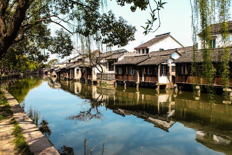 Kina forntida byggnad i den Wuzhen staden arkivbild