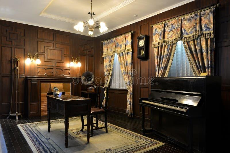 Kina gammal hem- inredning som är inomhus av Kina byggnad, Kina kulturkonst royaltyfri fotografi