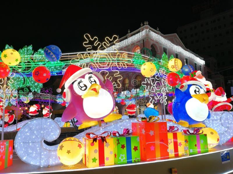 2019 Kina Macao Senado Square Macau Light Festival Jul Penguins Santa Claus Snow Flake arkivfoto