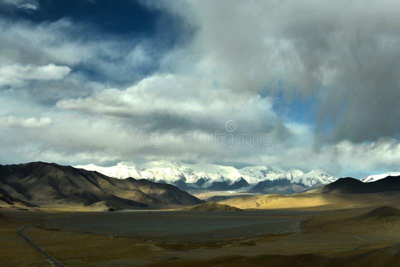 Kina - Pakistan kamratskapväg på Pamirs arkivbild