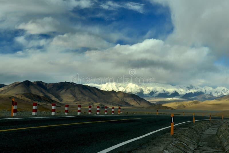 Kina - Pakistan kamratskapväg på Pamirs arkivfoton