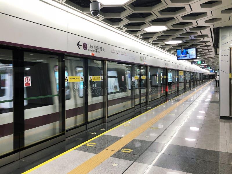 KINA SHENZHEN - 18 MAJ, 2018 Tunnelbanaflygplats royaltyfri foto