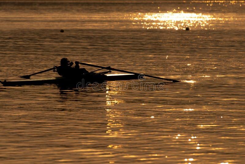 Kina wuhan östlig sjö på skymning royaltyfri fotografi