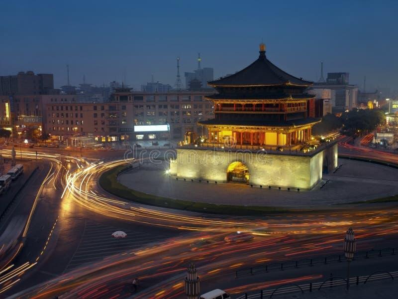 Kina - Xian Belltower royaltyfria bilder