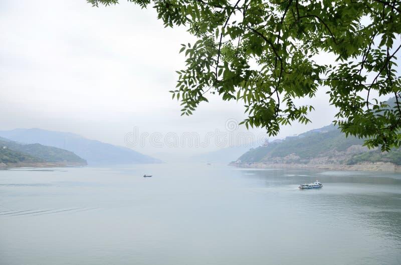 Kina Yangtze River Three Gorges scenisk extrakt royaltyfri fotografi