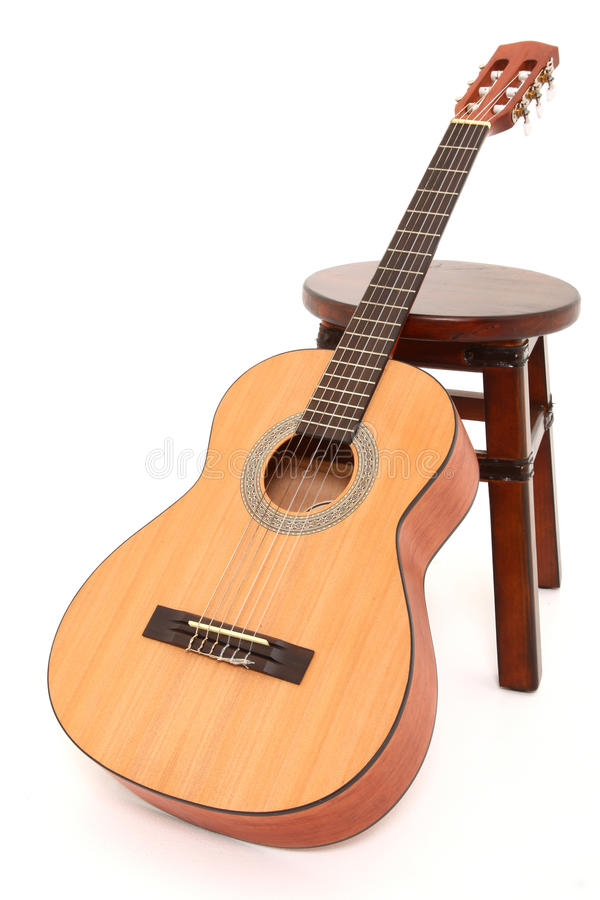 Kind-Akustikgitarre lizenzfreie stockbilder