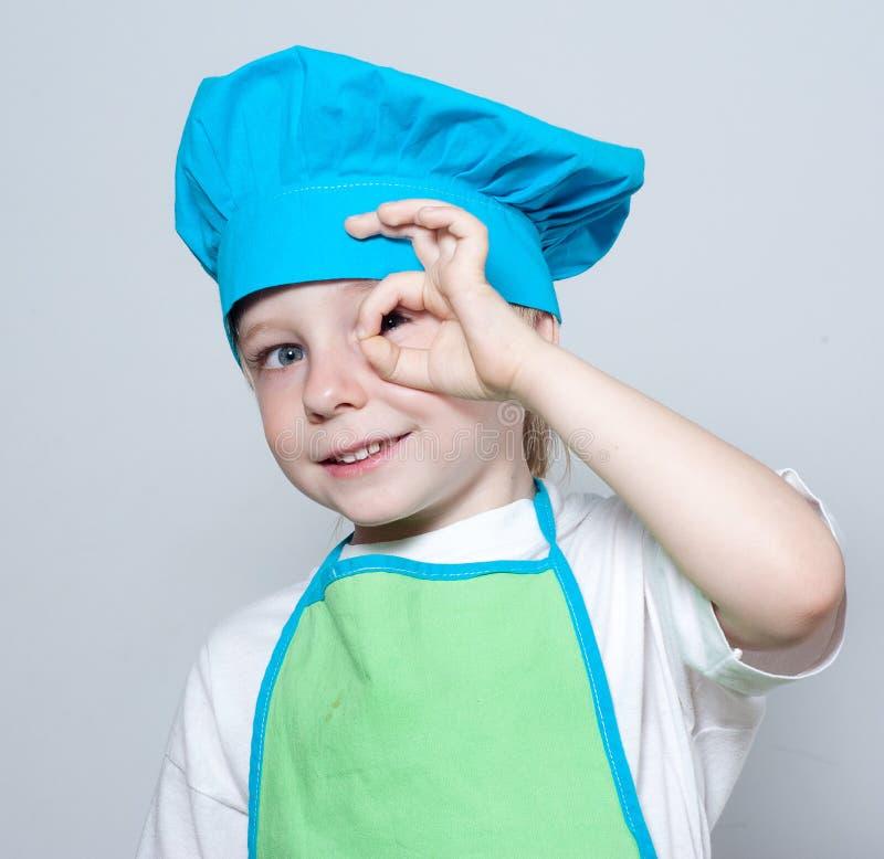 Kind als Chefkoch stockbilder