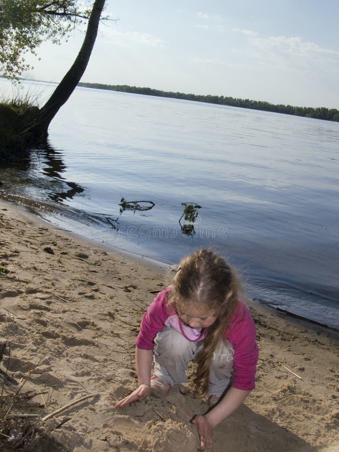 Kind auf dem Strand lizenzfreie stockfotografie