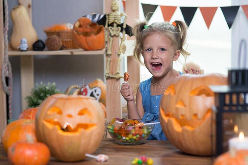 Kind auf einem Halloween stockfoto