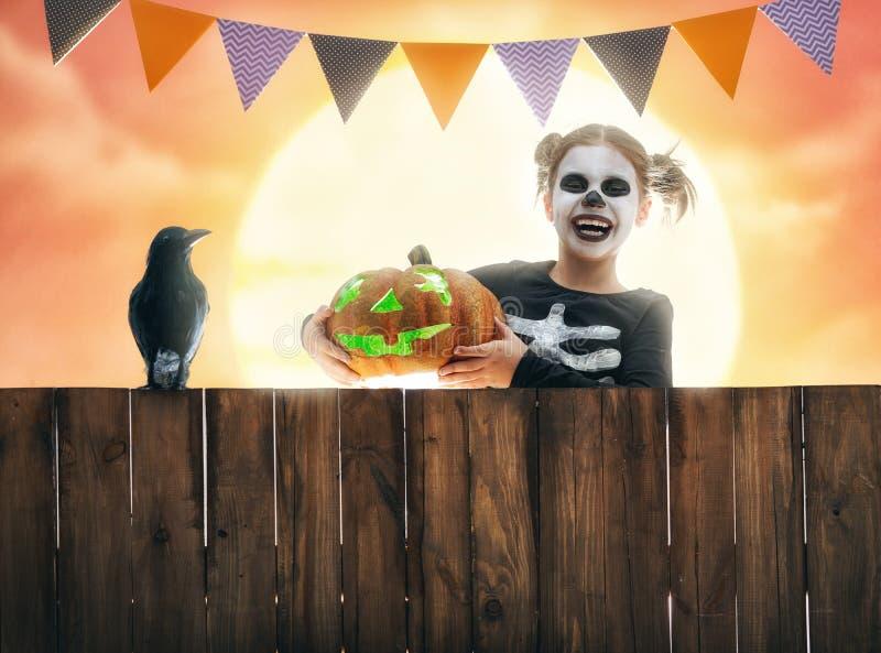 Kind auf Halloween lizenzfreie stockfotografie
