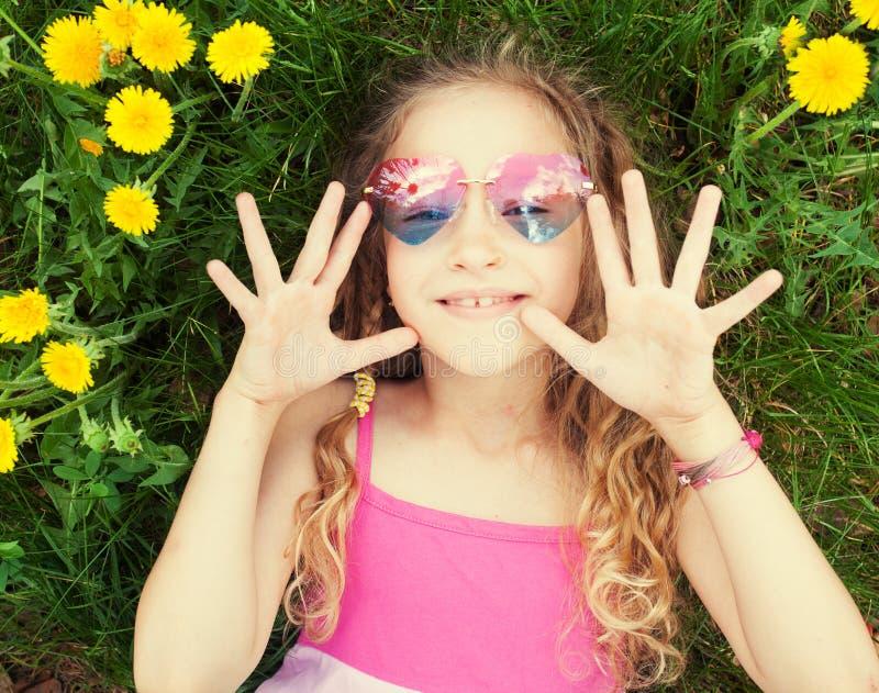 Kind bij de zomer royalty-vrije stock fotografie